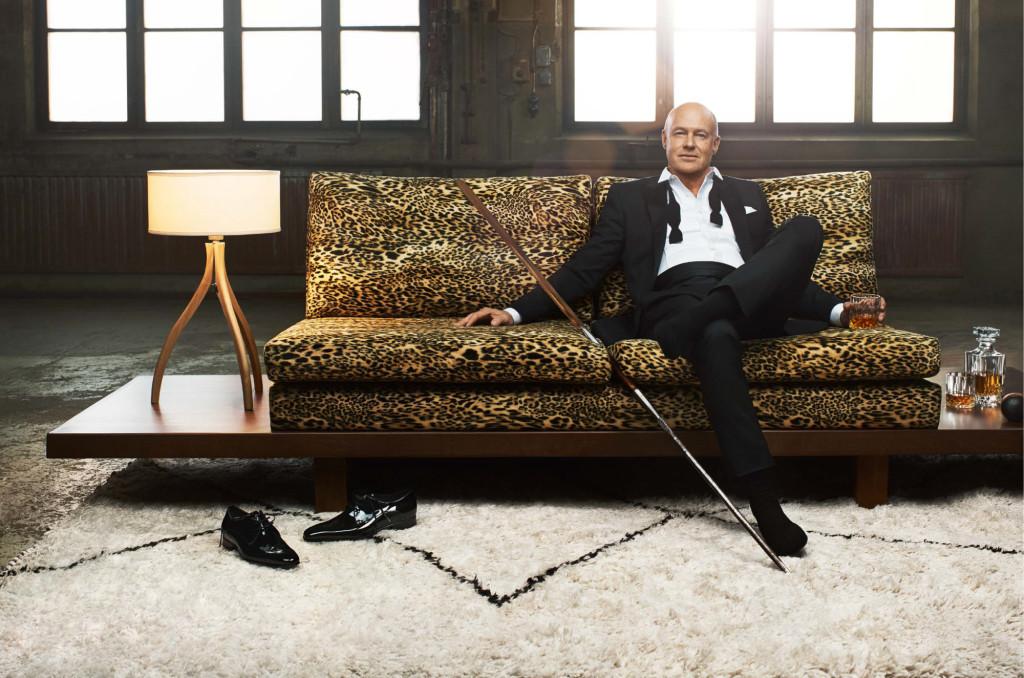 """Stefan Sauk, soffa """"A helping hand"""""""
